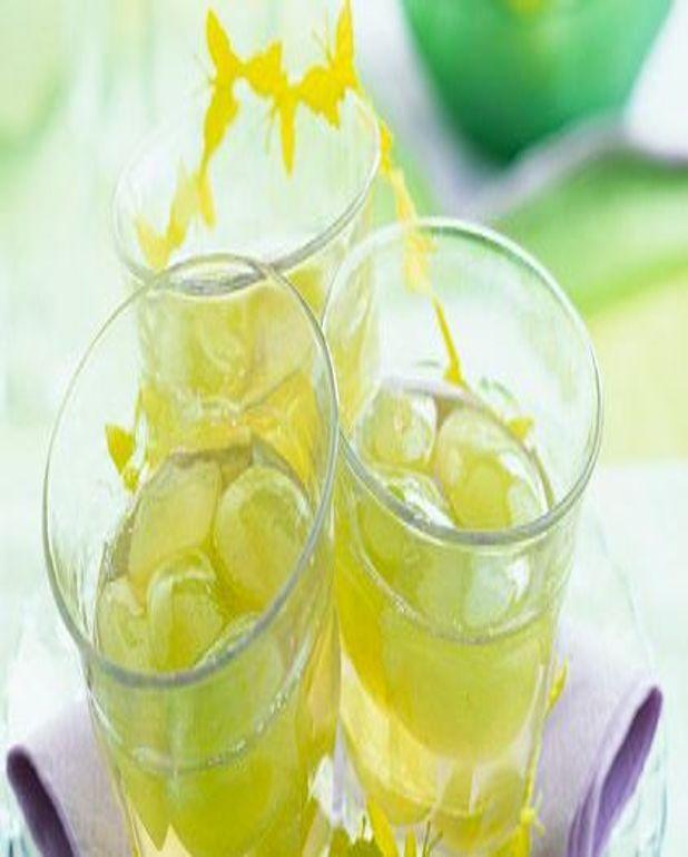 Coupes de raisins blancs en gelée