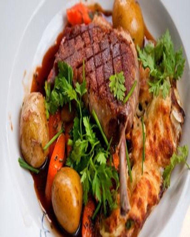 Cuisse de canard confite en pot au feu et ses légumes