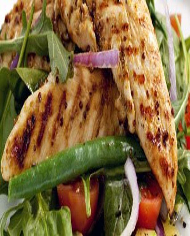 Escalopes de poulet sautées en salade