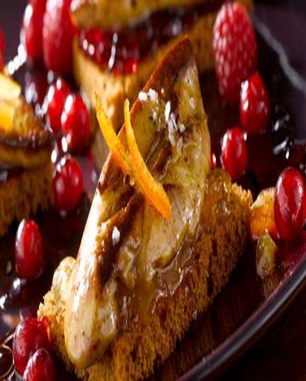Le Foie Gras poêlé sur tranche de pain d'épices et fruits rouges