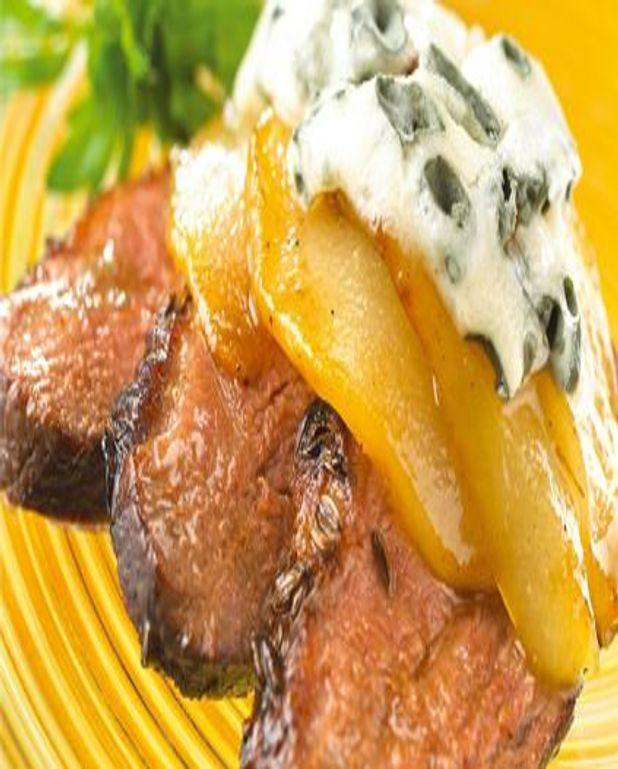 Magrets de canard, poires caramélisées et Roquefort