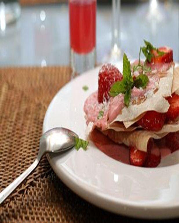 Mille-feuilles à la mousse de chocolat blanc et aux fraises