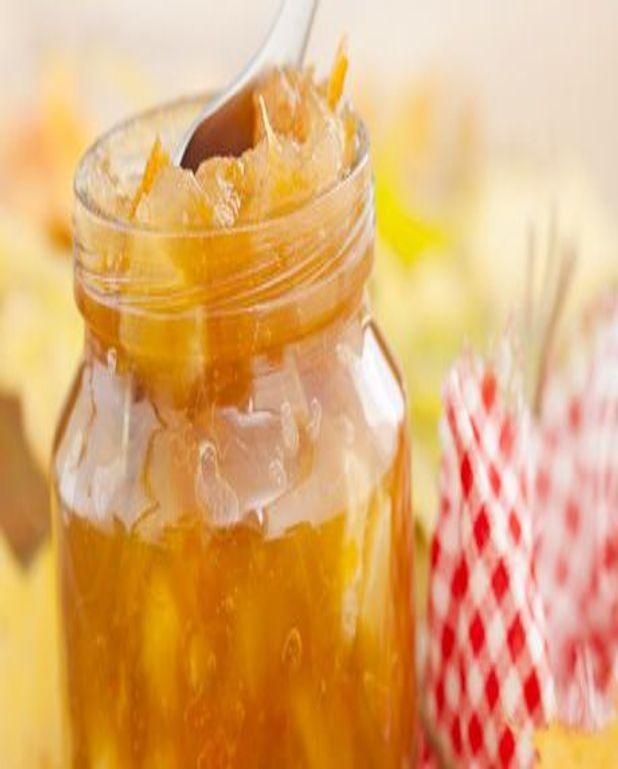 Nage de fruits en gelée de Sauternes et tuiles aux amandes