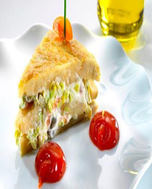 Omelette espagnole et salade de saumon fumé