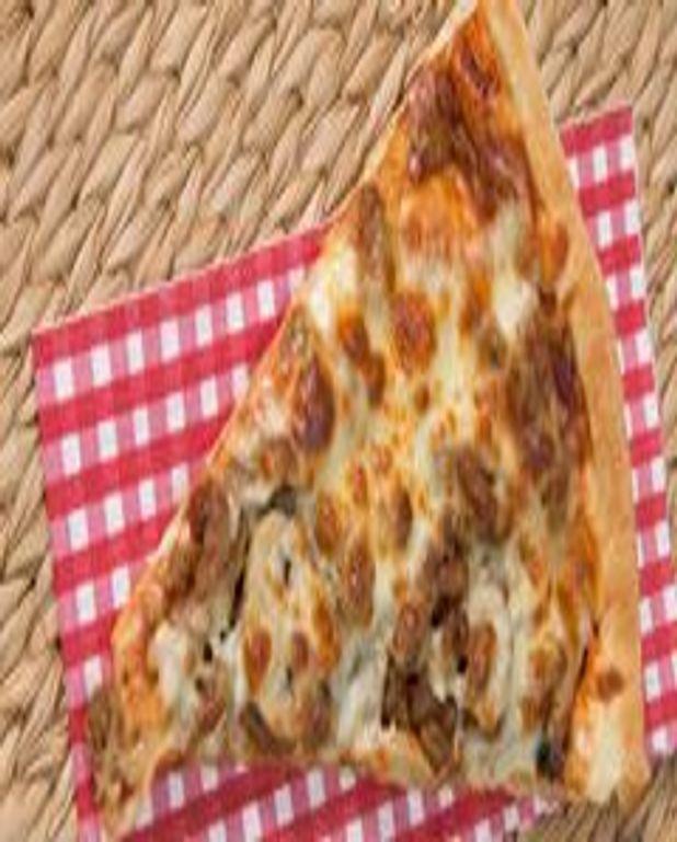 Pan-pizza au poulet barbecue et oignons caramélisés