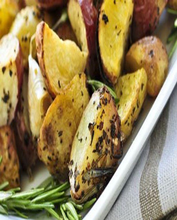 Petites pommes de terre rouges, rôties au romarin