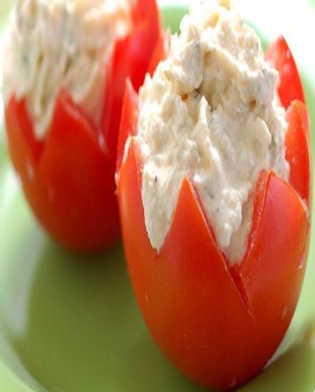 Petites tomates farcies au four