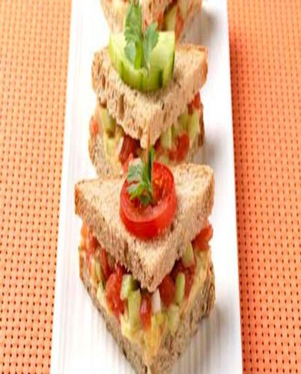 Petits triangles à l'houmous et tartare de légumes