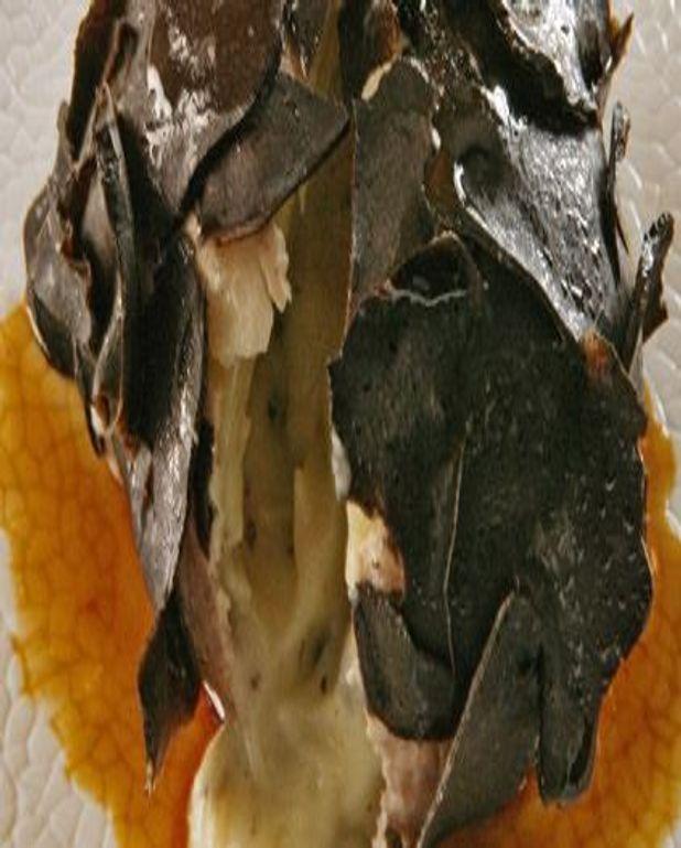 Pomme de terre en habit de truffes noires
