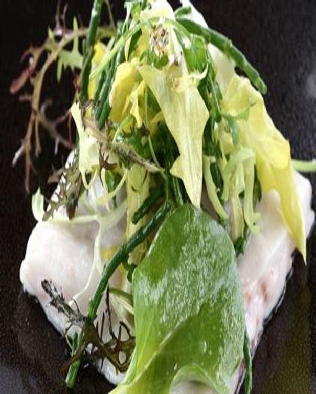 Raviole de bar et huîtres en vinaigrette
