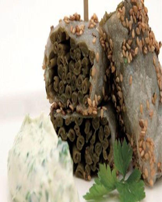 Rouleau craquant, haricots verts et sésame