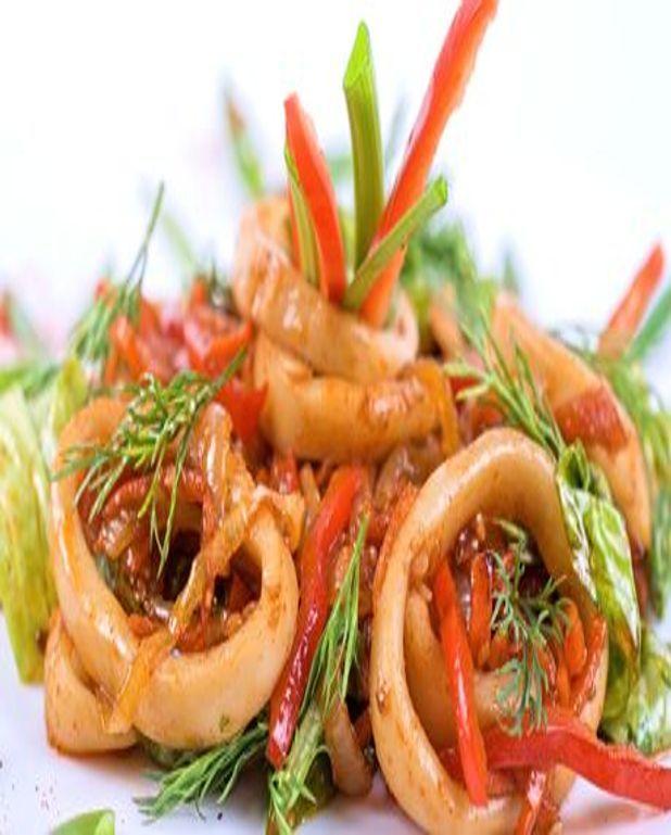 Salade de calamar à la niçoise et chorizo
