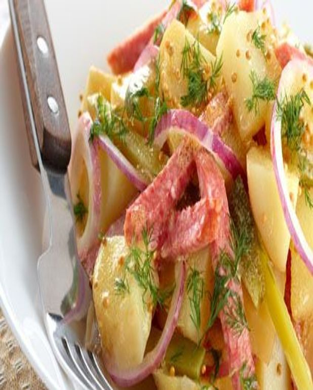 Salade de pommes de terre aux saucisses