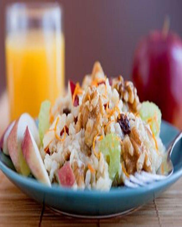 Salade de riz aux poires et roulades de jambon au céleri