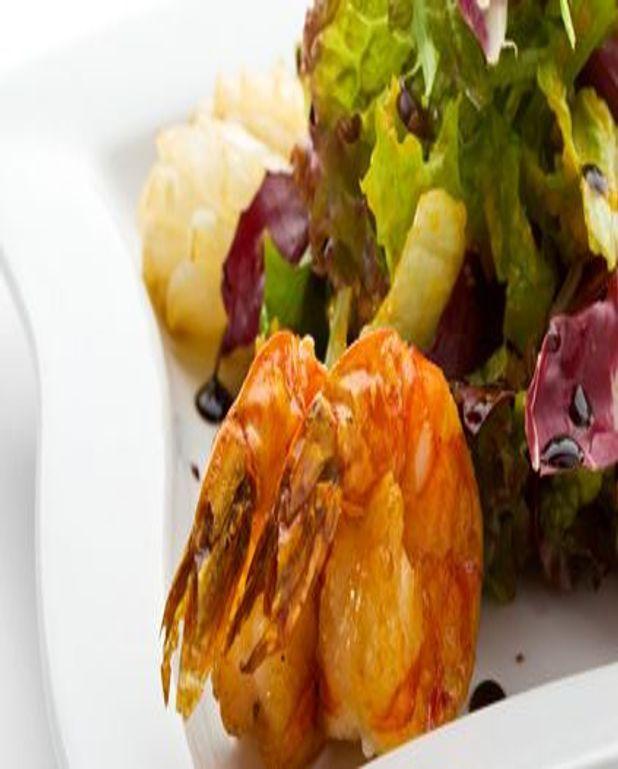 Salade de Saint-Jacques et crevettes roses