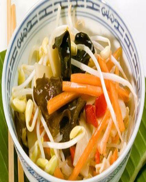Soupe aux fines nouilles, porc et germes de soja