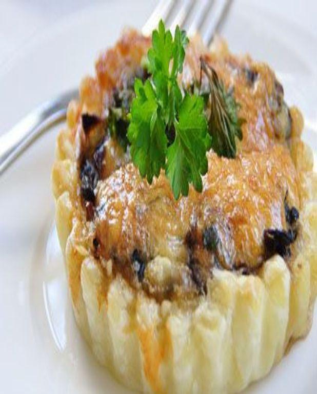 Tartelette de caille, oeufs de caille et oignons confits