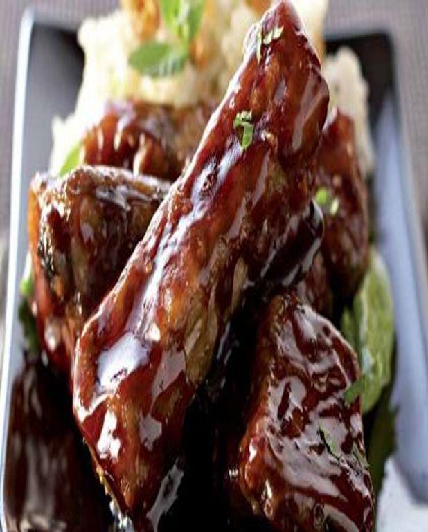 Travers de porc caramélisés, sauce au gingembre et risotto aux amandes