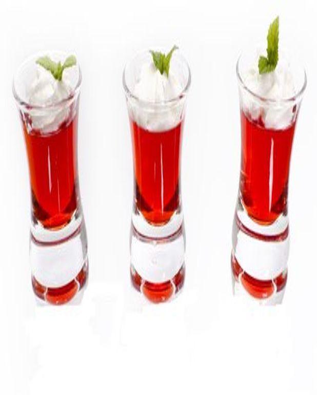 Verrine de fraises en gelée à la menthe