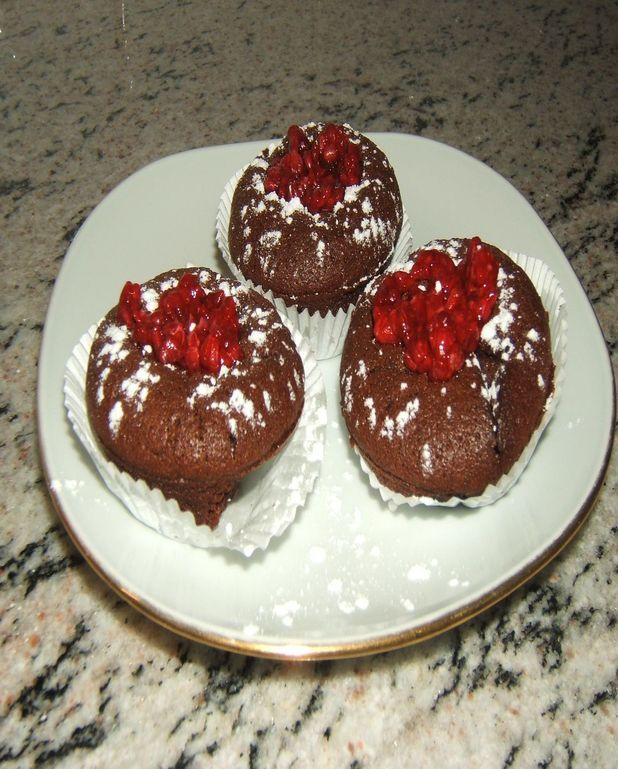 Mini-fondants au chocolat et framboises marinées