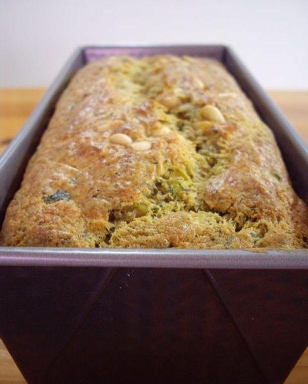 Cake courgette, pesto et parmesan
