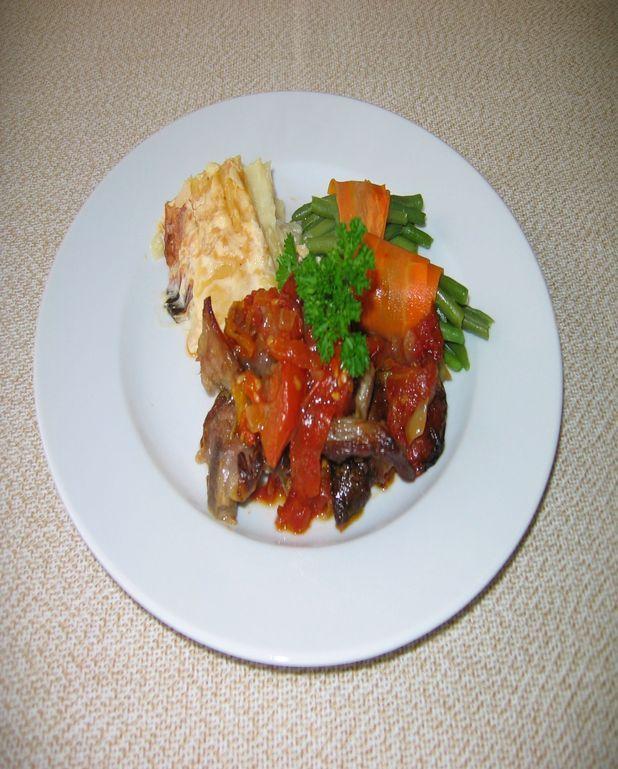 Agneau confit aux tomates, gratin de pommes de terre et fagots