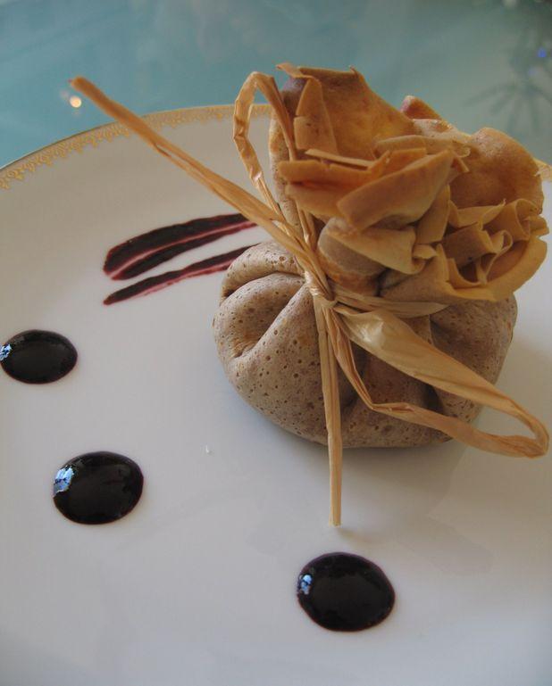 Aumonières à la farine de châtaigne, boudin noir et purée pomme-panais