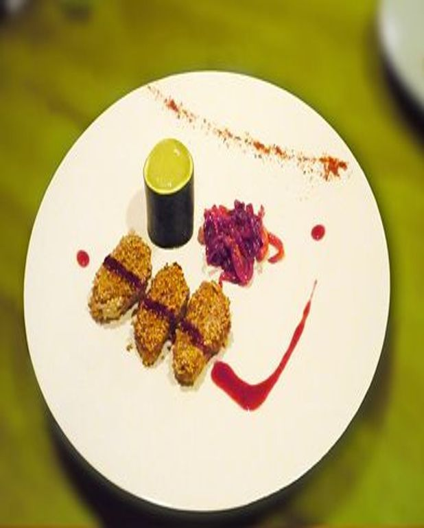 Escalopes de foie gras au sésame grillé, délice de courgettes et compote d'oignons/cassis
