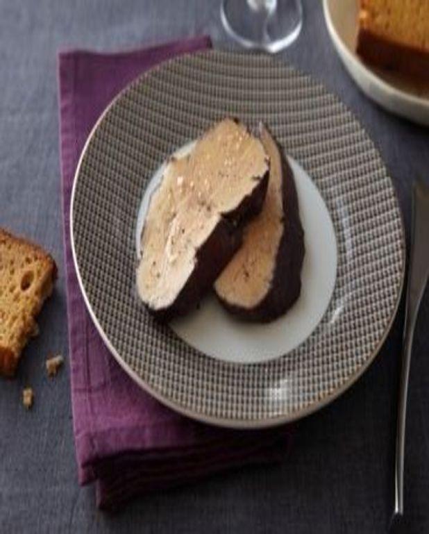 Foie gras poché au vin rouge et aux épices