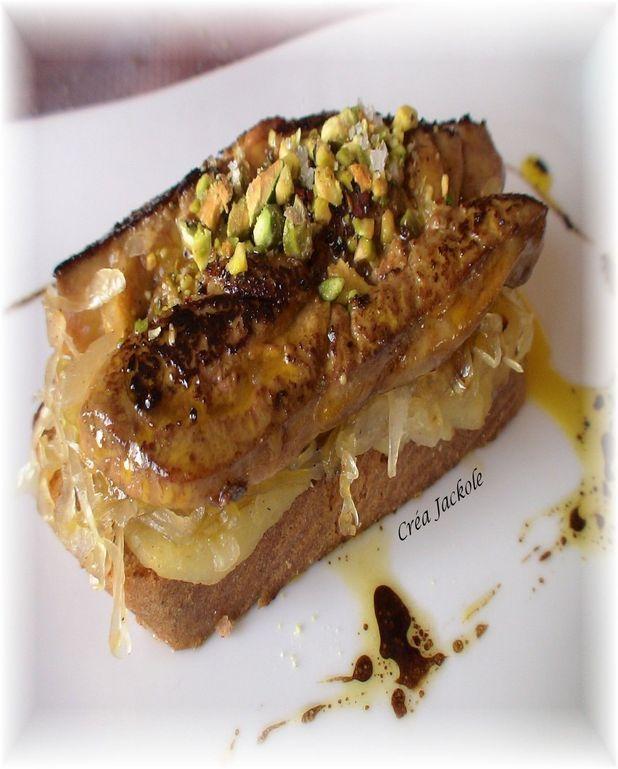Foie gras poêlé, pommes et choucroute à la cannelle