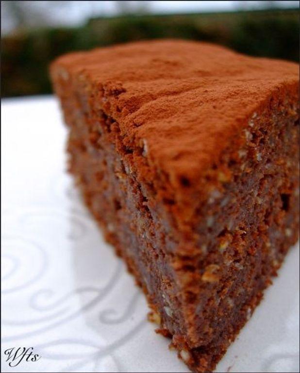 Gâteau chocolat et éclats de pignons de pin
