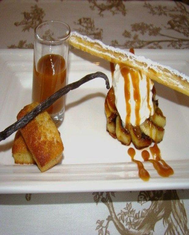 Pommes caramélisées,  vanille bourbon, mousse de faisselle, miel, vanille, minis financiers au pain d'épice et mikado croustillant
