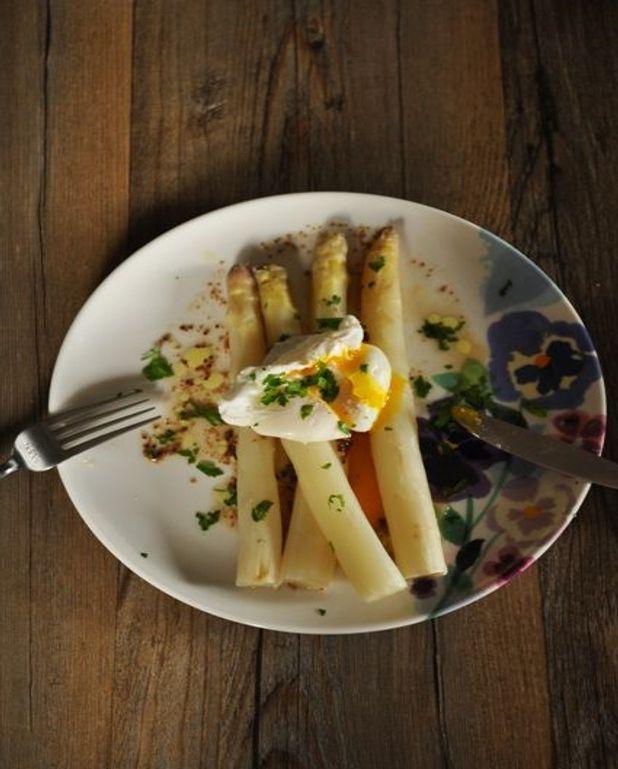 Œuf mollet, asperges blanches à la vinaigrette