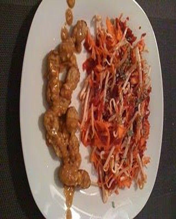 Brochette De Poulet Satay Et Sa Salade Asiatique Pour 2 Personnes