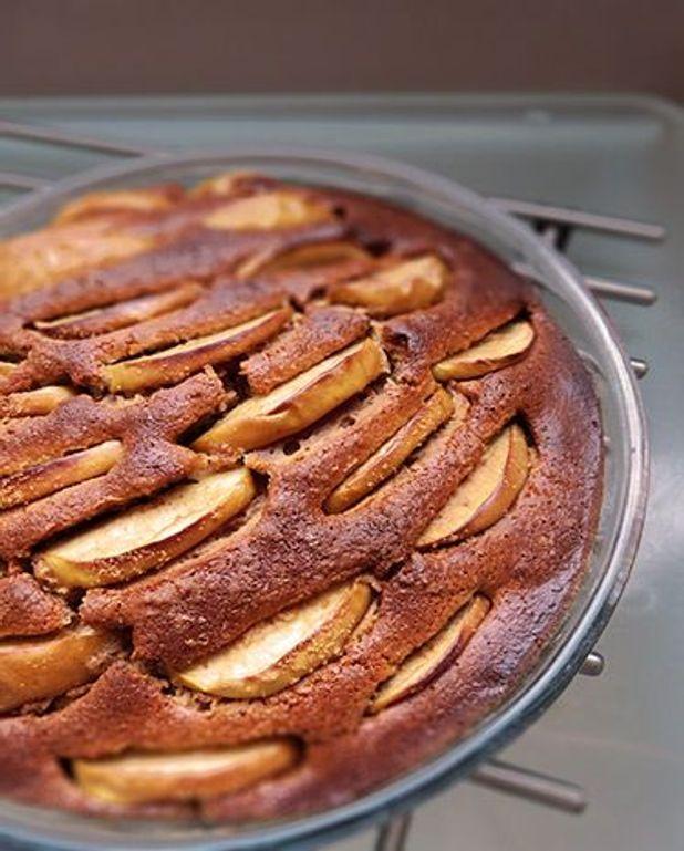 Gâteau pommes, amande, cannelle