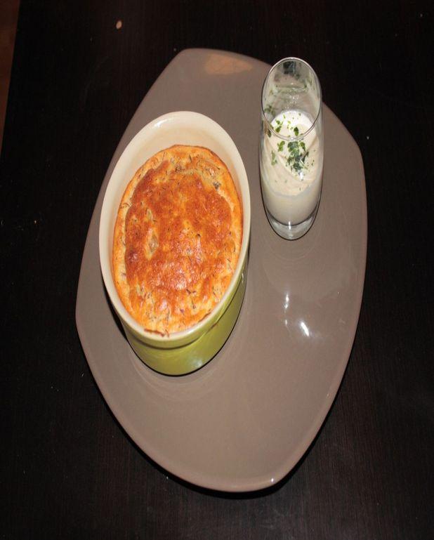 Soufflé au canard et pommes, chantilly au camembert