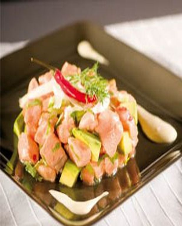 Tartare de saumon à l'avocat,mayonnaise au raifort