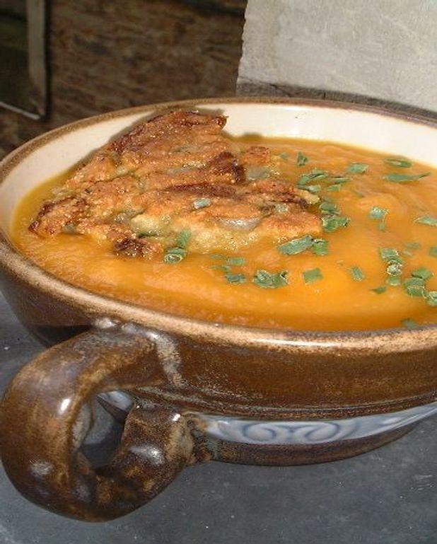 Soupe toute carotte et croûtons d'endive