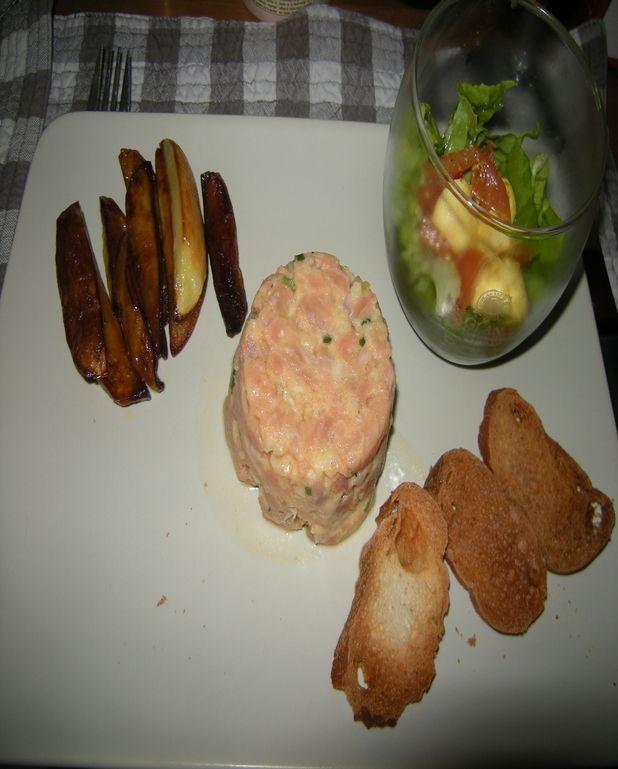 Tartare de saumon, salade et pommes de terre
