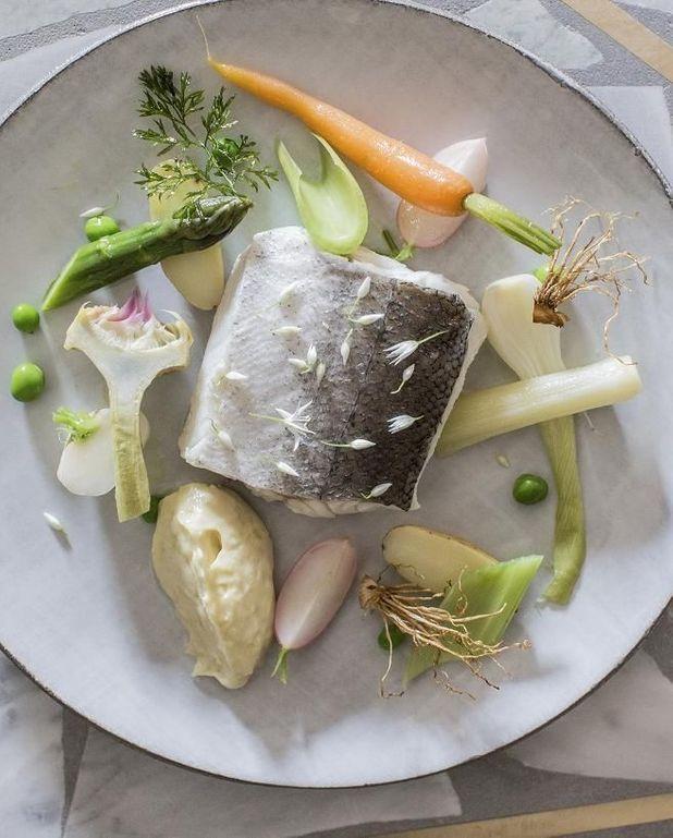 Aïoli de merlu, carottes, poireau, navets et pois