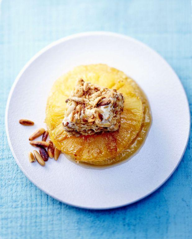 Ananas caramélisé et glace vanille aux pignons