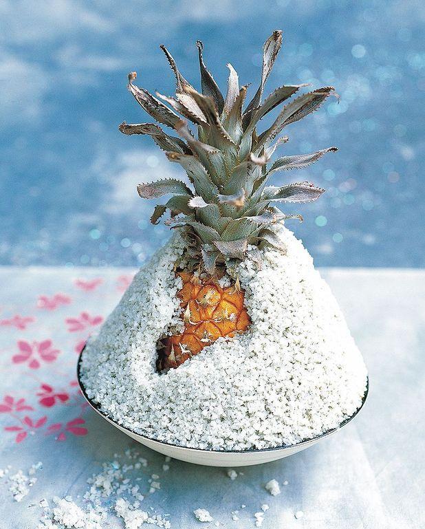 Ananas en croûte de sel