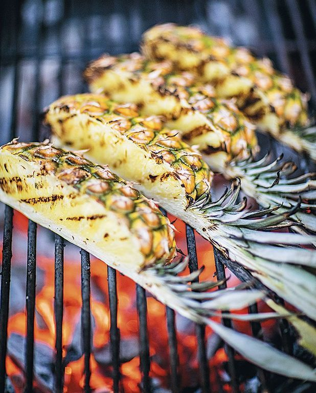 Ananas pimenté au barbecue, chantilly au rhum
