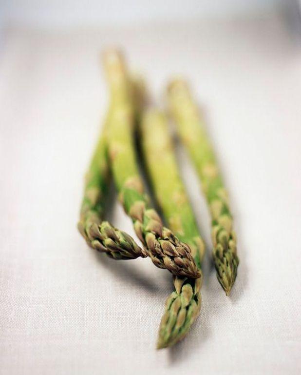 Asperges vertes, sabayon au poivre