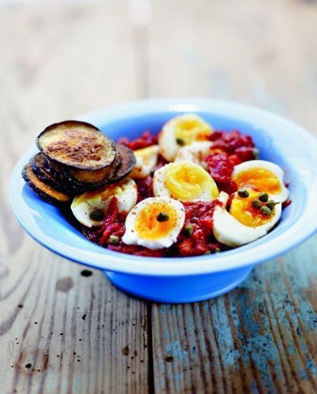 Aubergines frites et œufs en sauce piquante