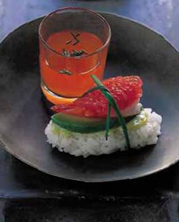 Avocat, crevettes et pamplemousse en sushis