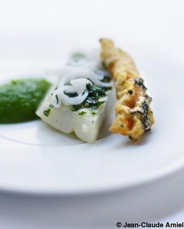 Barbue en persillade, mousseline de courgette verte et tempura de fleur de courgette au thé