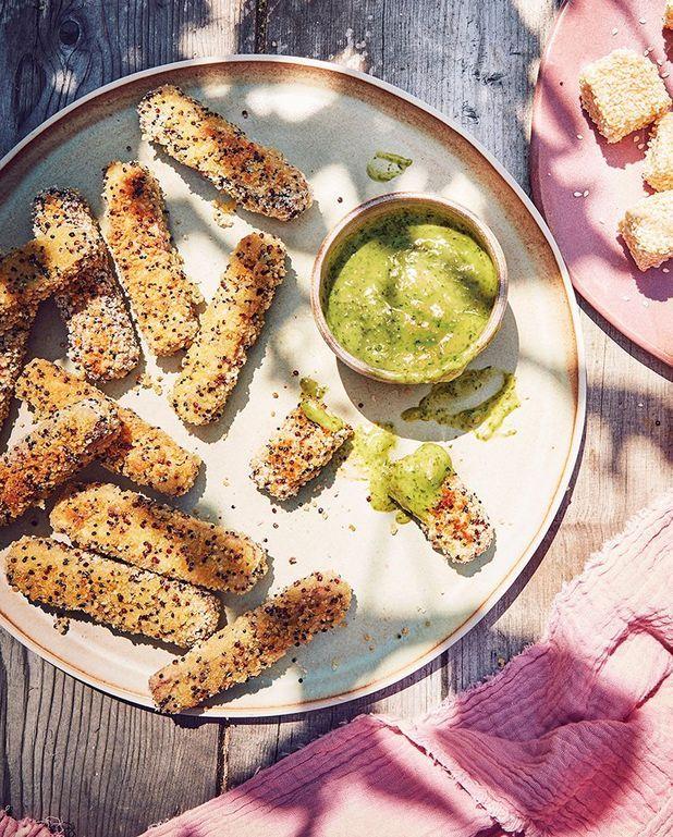 Bâtonnets de tofu fumé panés au quinoa trois couleurs et sauce verte