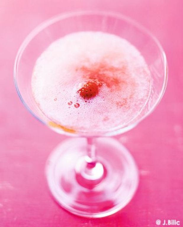 Cocktail Bellini champagne rhubarbe et fraise