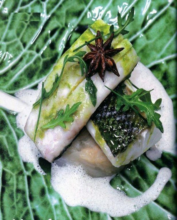 Blanc de loup à la badiane, oignon nouveau et huile d'olive AOC Valée des Beaux